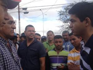 Hernán Moya conversando con José Camacaro
