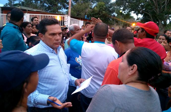 Foto: Diarioelvistazo / Concejal Ruben Vicent y vecinos