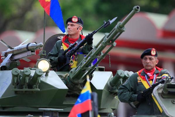 Foto: General (Ej) José Ornellas Ferreira, comandante del desfile del 05 de Julio