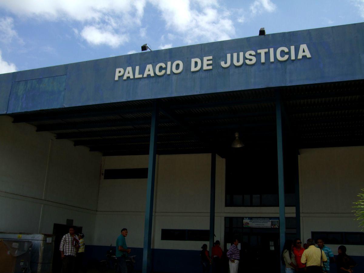 Por presunta estafa con dólares fue demandada trabajadora municipal en El Tigre