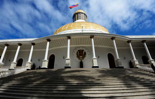 Diputados deben iniciar procedimiento contra gobernadores juramentados ante la ANC