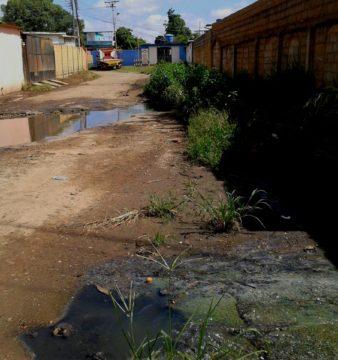 Inavi inundada con aguas servidas