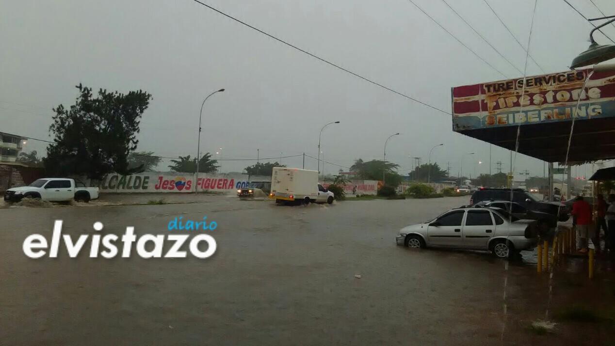 Lluvias en El Tigre / Av. Jesús Subero, antes del Unimall