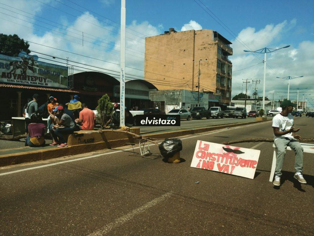 Ante ultimátum de la GNB levantaron barricadas en El Tigre