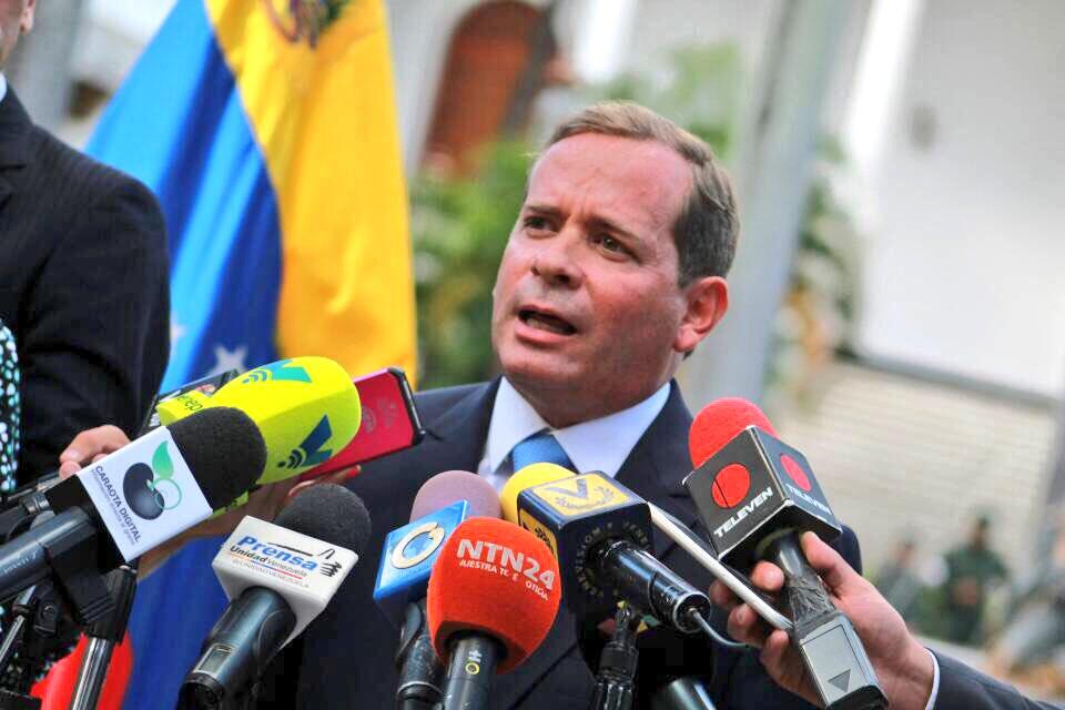 """Gobernador del Zulia """"por coherencia y dignidad"""" rechaza juramentarse ante la ANC"""