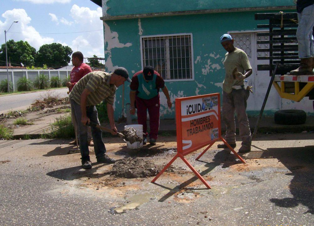 Bacheo a base de cemento han aplicado en nueve locaciones de El Tigre