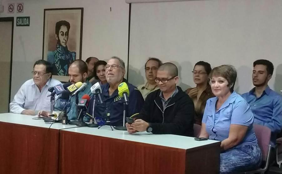 Frente Amplio inicia consulta para definir paro o huelga general