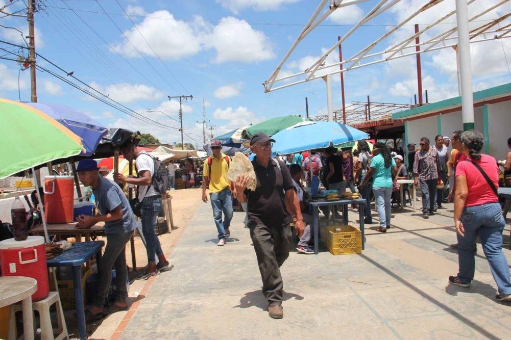 La falsa asamblea convocada por Omdeac y todo lo que pasó ayer en el mercado Puente Ayala