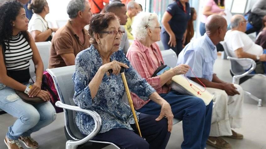 Jubilados y pensionados sólo cobrarán 150 mil bolívares del aumento de Maduro