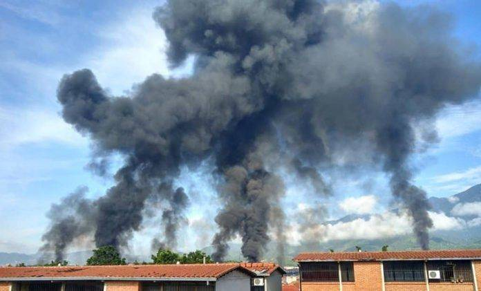Bomberos de Miranda controlan incendio cerca de llenadero de Pdvsa