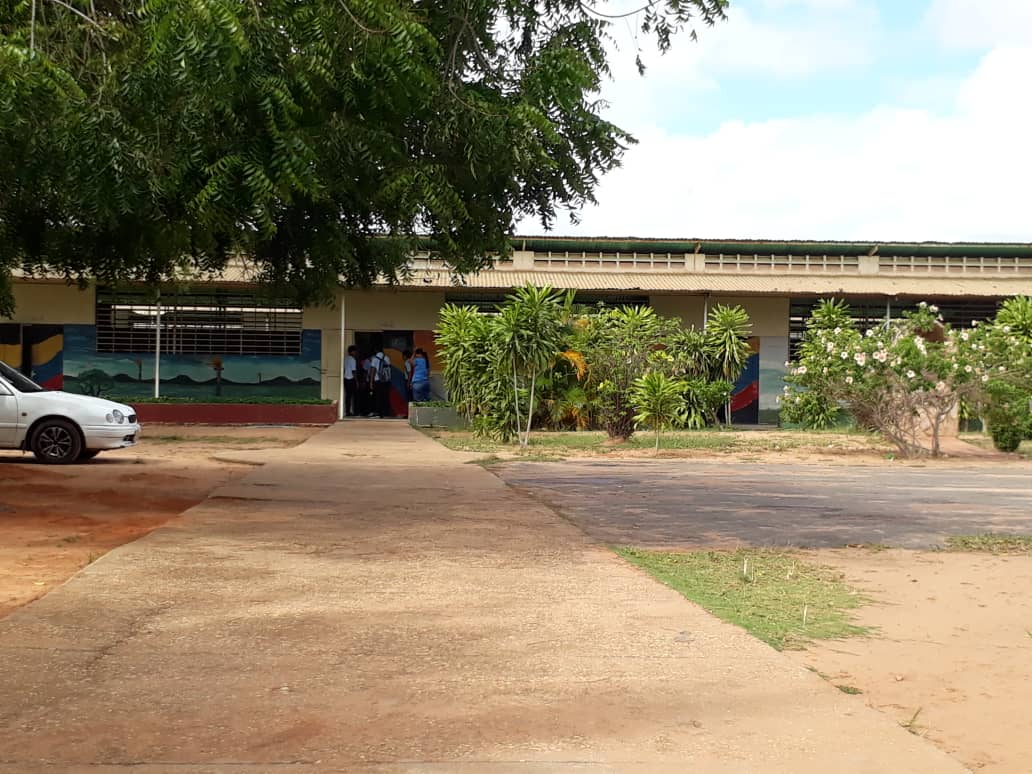 Escuela Fe y Alegría en El Tigre también pide salarios justos
