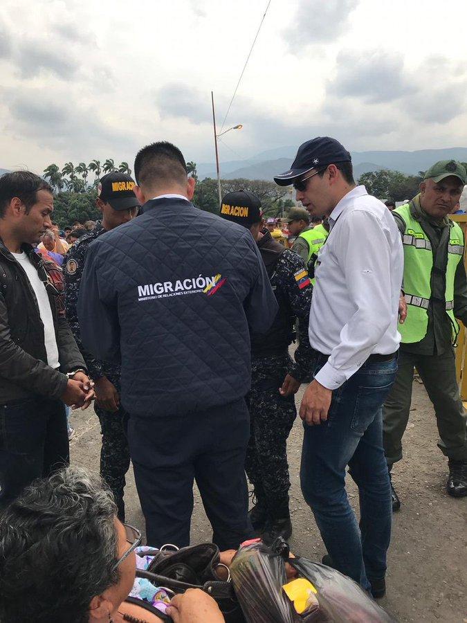 Migración Colombia detiene a cinco venezolanos que pretendían crear desorden en #VenezuelaAIDLive