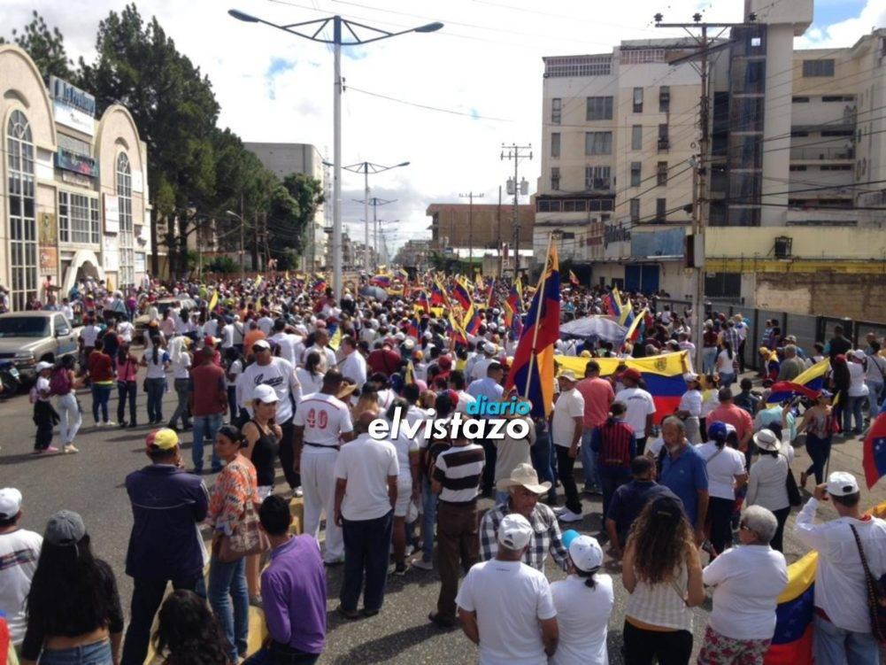 #23F Ya arrancó la marcha por la avenida Francisco de Miranda de El Tigre