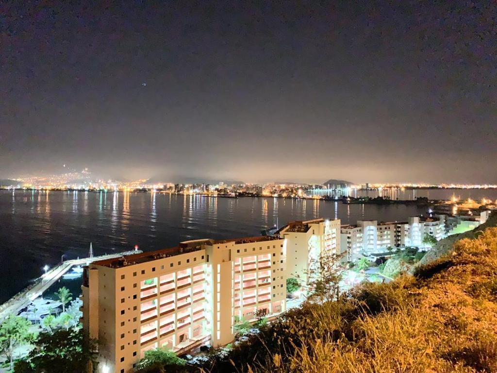 Alcalde de Lechería instala luminarias LED que consumen una quinta parte de la energía