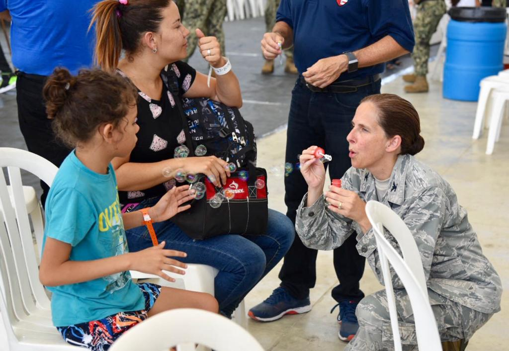 Colombia: Ya comenzó la atención de venezolanos en el buque hospital USNS Comfort