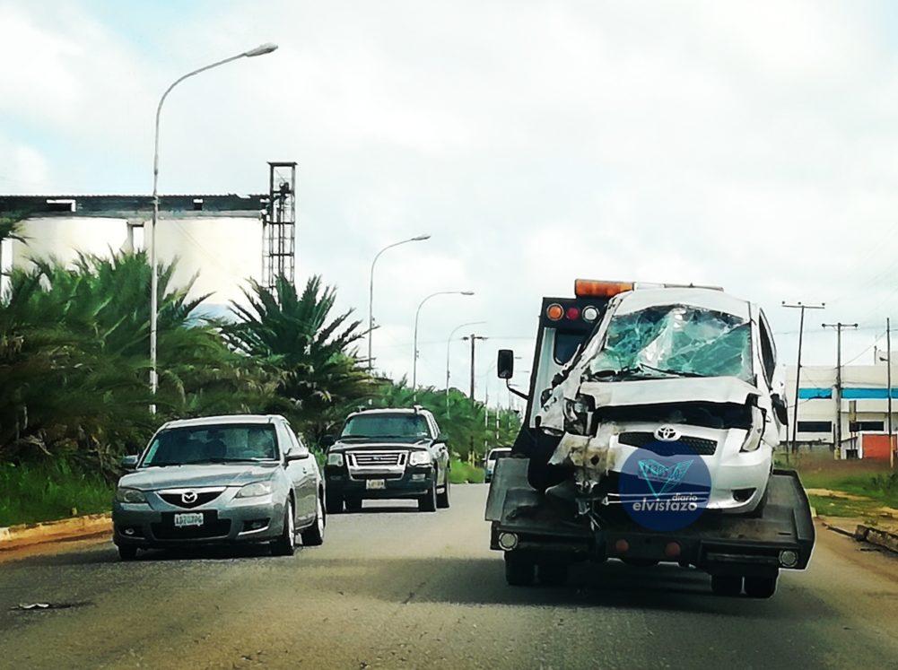 Copiloto de Yaris resultó lesionado en vuelco de la avenida Jesús Subero