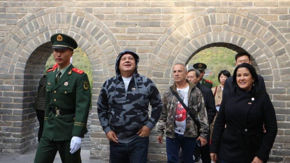 VIDEO: Bernal y Cabello recuerdan a Chávez en la Gran Muralla China