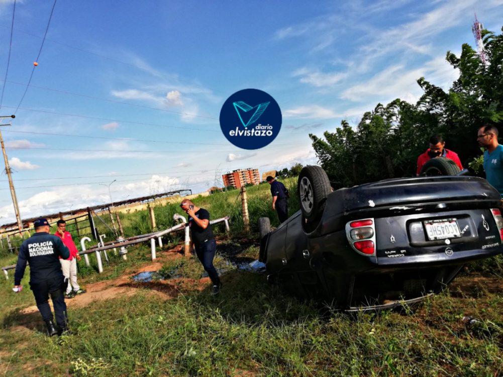 Vuelco de Corsa en la avenida Jesús Subero deja una lesionada y tubería petrolera rota