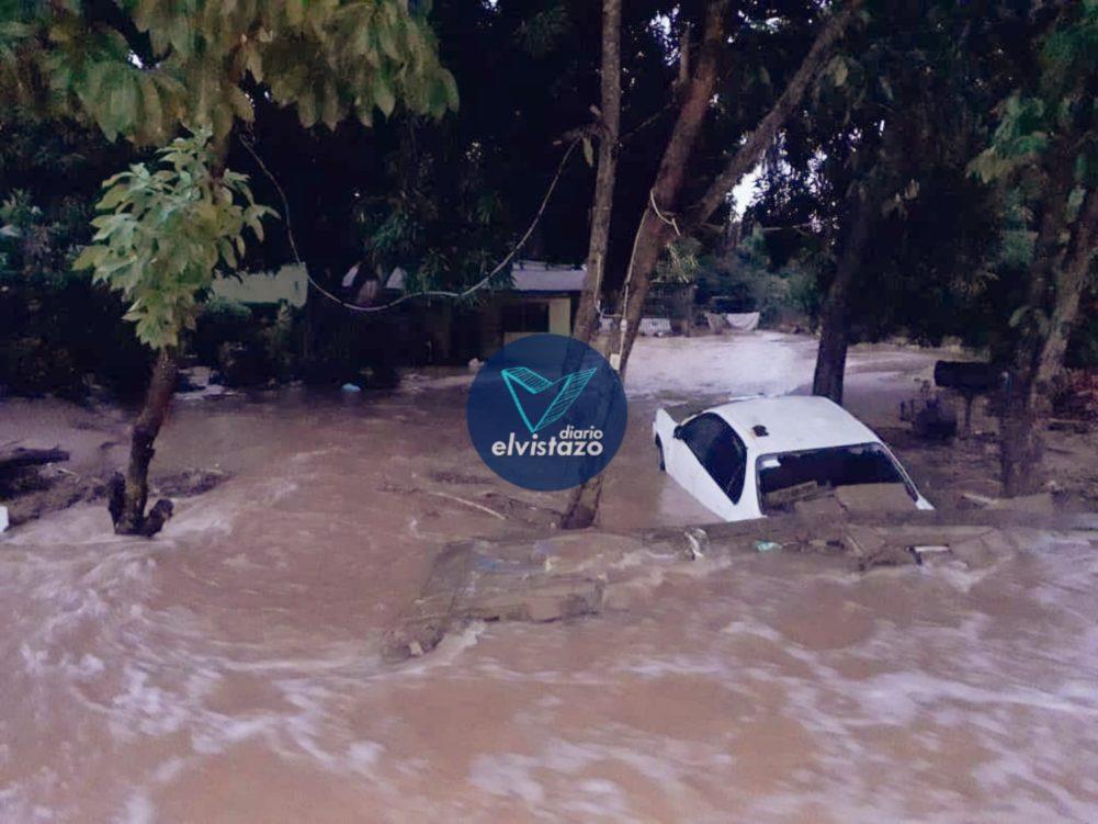 Guanipa: Bomberos desalojaron viviendas en riesgo por fuertes lluvias